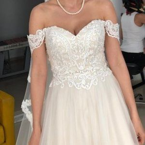 Beautiful Wedding Dress - Size 4